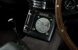 James-Bond-1964-Aston-Martin-DB5-phone.jpg
